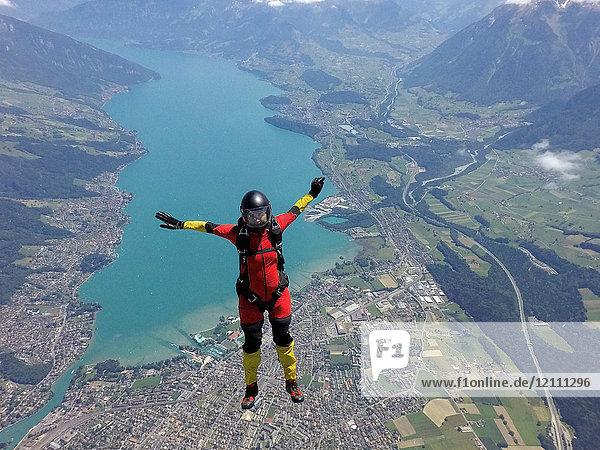 Fallschirmspringerin, Thun, Kanton Bern, Schweiz, Europa