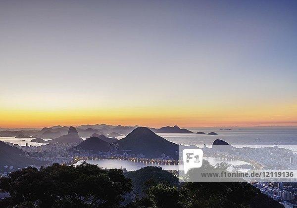 Stadtbild von Vista Chinesa im Morgengrauen  Rio de Janeiro  Brasilien  Südamerika
