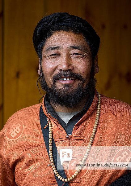 Portrait of a nyingma tibetan nomad man during a pilgrimage in Labrang monastery  Gansu province  Labrang  China.