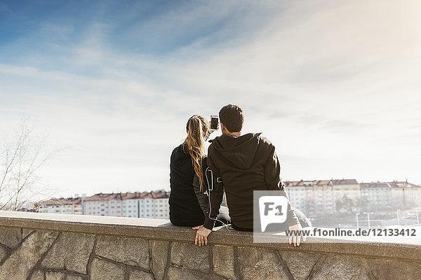 Rückansicht des Ehepaares in Stockholm  Schweden