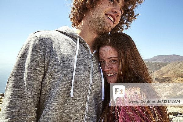 Südafrika  Kapstadt  glückliches junges Paar auf einer Reise