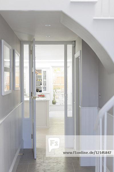 Luxuriöses Haus Vitrine Innenfoyer und Eingang