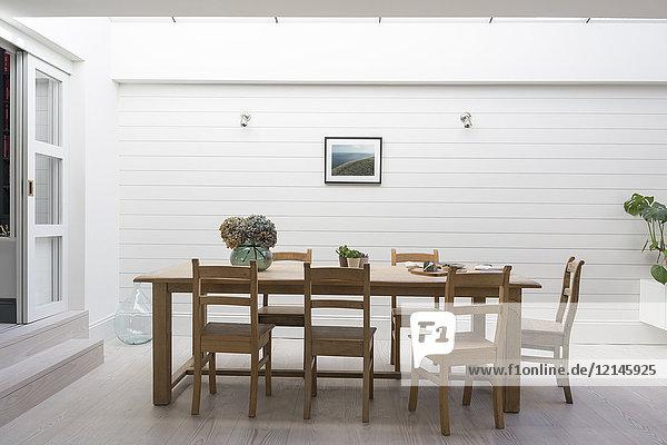 Luxus-Haus Vitrine Terrasse Esstisch