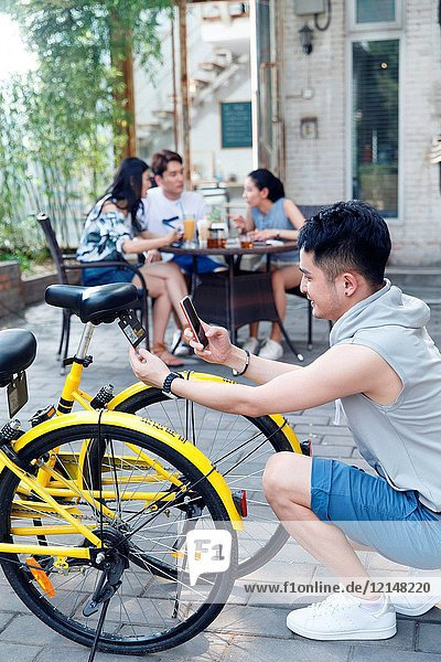 Scanning shared bikes for young people