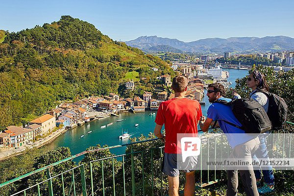 Group of tourists and guide making a tour of the Camino de Santiago  St. james Way  Pasai Donibane  Pasajes de San Juan  Gipuzkoa  Basque Country  Spain  Europe