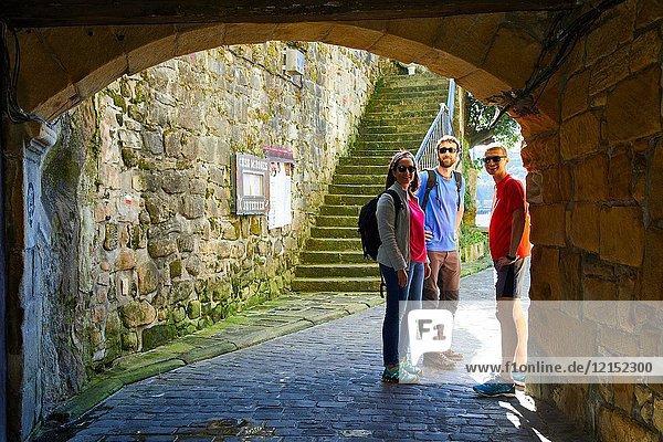 Guide and group of tourists visiting the city  Pasai Donibane  Pasajes de San Juan  Gipuzkoa  Basque Country  Spain  Europe