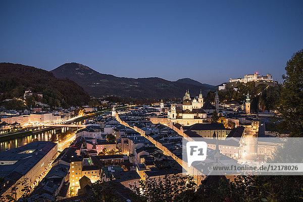 Festung Hohensalzburg am Abend  Salzburg  Österreich  Europa