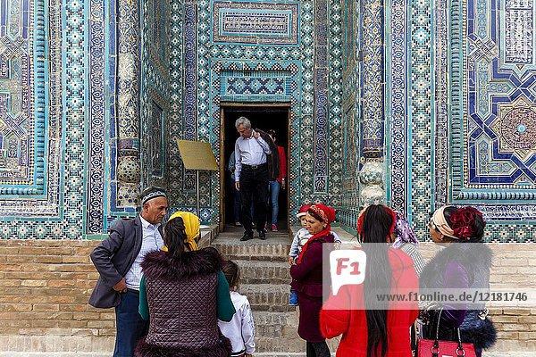 Uzbek Tourists Visiting The Usto Ali Nesefi Mausoleum  The Shah-i-Zinda Mausoleum Complex  Samarkand  Uzbekistan.