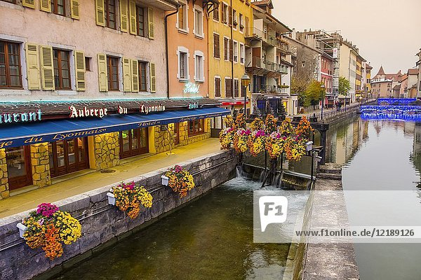 Restaurants and old buildings. Canal de Thiou Annecy old town. Annecy  France  Haute-Savoie  Rhone-Alpes  Europe.