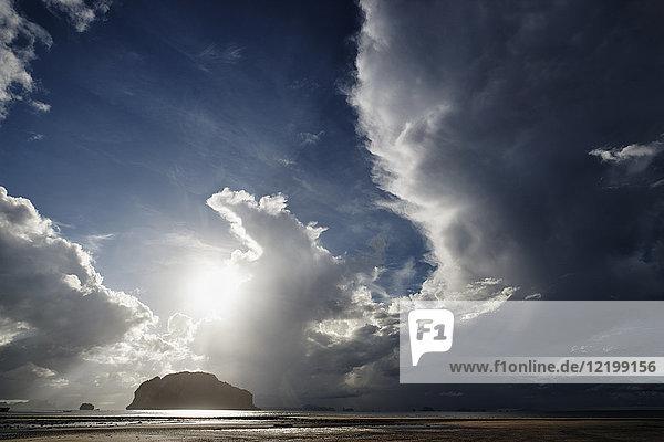 Thailand  Ko Yao Yai  Wolken über dem Strand