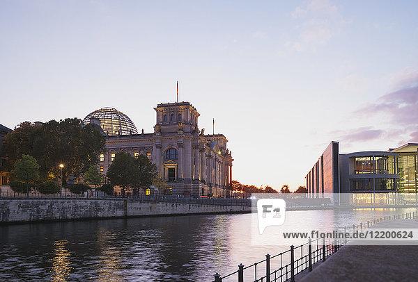 Germany  Berlin  Regierungsviertel  Reichstag building und Paul-Loebe-Building at Spree river