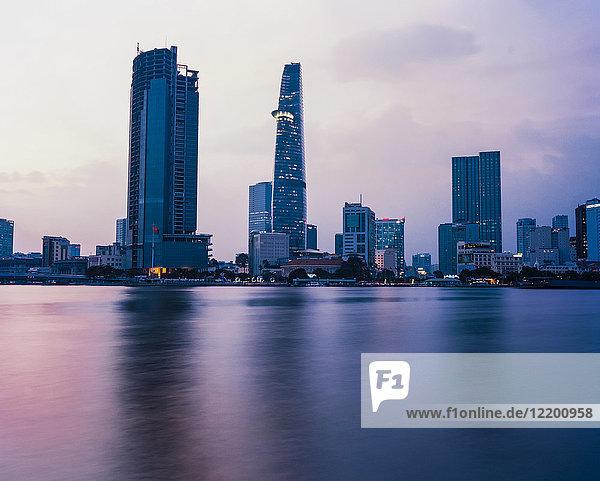 Vietnam  Ho-Chi-Minh-Stadt  Skyline bei Sonnenuntergang