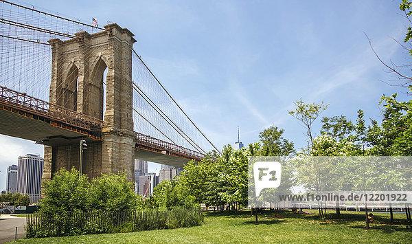 USA  New York  Brooklyn  View of Brooklyn Bridgre from Brooklyn Bridge Park
