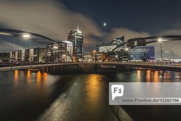 Deutschland  Hamburg  Hafencity  Blick von Vorsetzen auf die Elbphilharmonie