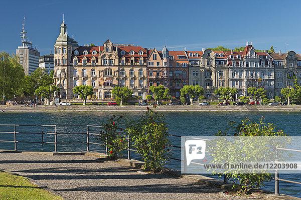 Deutschland  Baden-Württemberg  Konstanz  Seestrasse vom Inselhotel aus gesehen