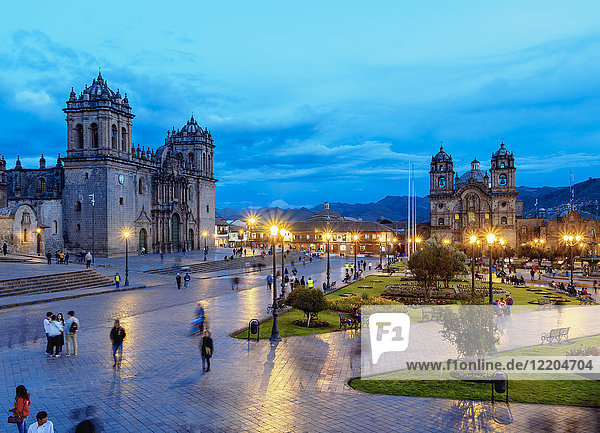 Main Square at twilight  Old Town  UNESCO World Heritage Site  Cusco  Peru  South America