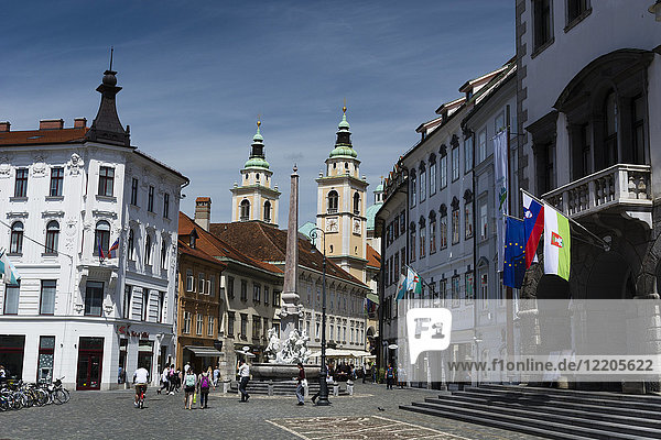 Robba fountain in Town Square and the Cathedral of Saint Nicholas in the background  Ljubjlana  Slovenia  Europe
