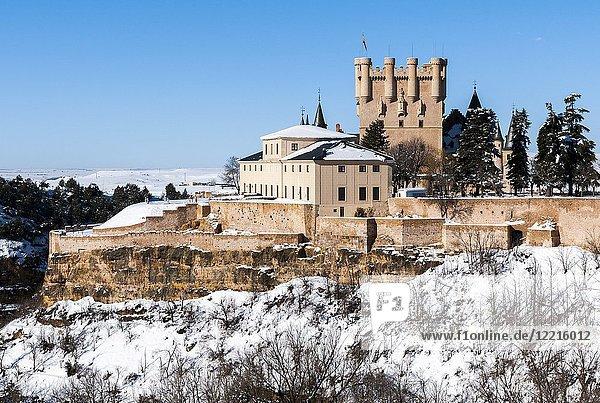 Alcázar de Segovia con nieve. Castile-Leon  Spain.