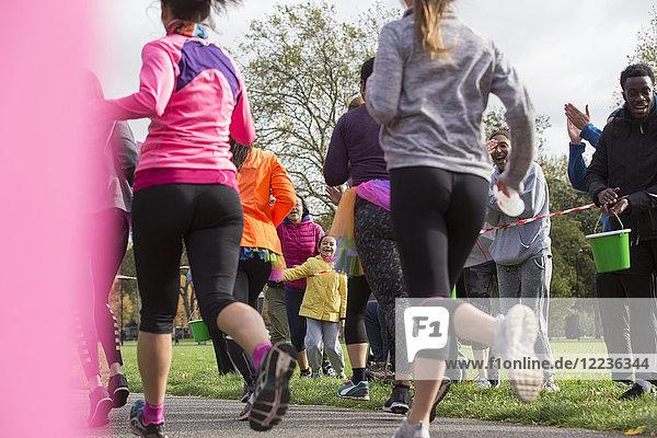Marathonläufer beim Laufen im Park