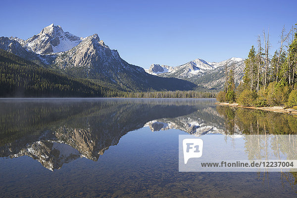 USA  Idaho  Sawtooth range with lake