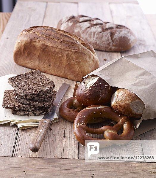 Verschiedene Brote  Brezeln und Brötchen