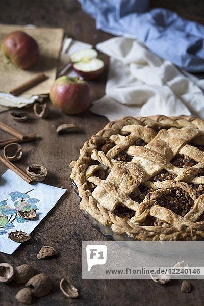 Applepie mit Walnüssen und Karamellsauce Applepie mit Walnüssen und Karamellsauce