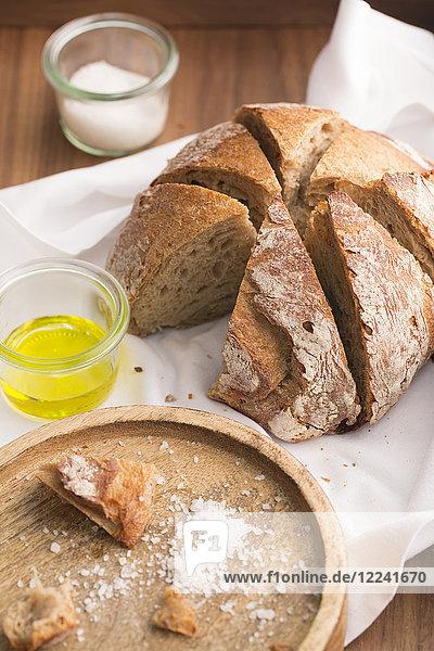 Brot  Salz und Olivenöl