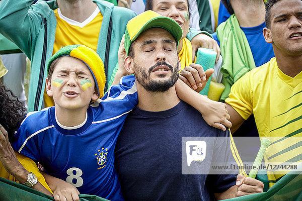 Brasilianische Fußballfans beim Fußballspiel verärgert