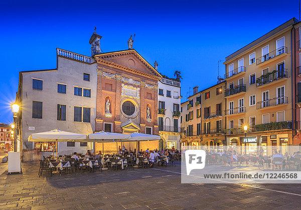 View of cafes and Chiesa di San Clemente in Piazza dei Signori at dusk  Padua  Veneto  Italy  Europe