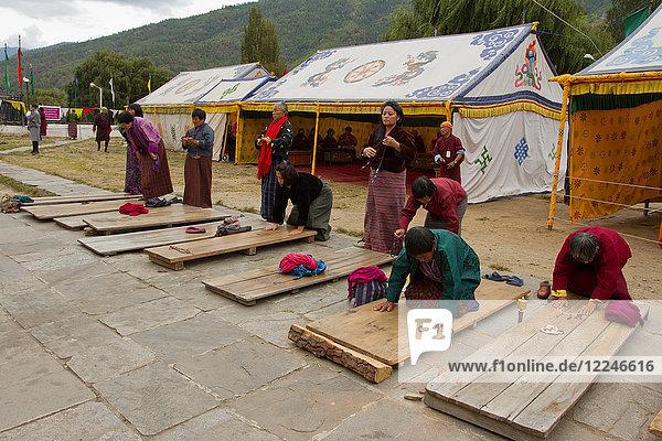 The Memorial Stupa and Buddhist devotees  Thimphu  Bhutan  Asia
