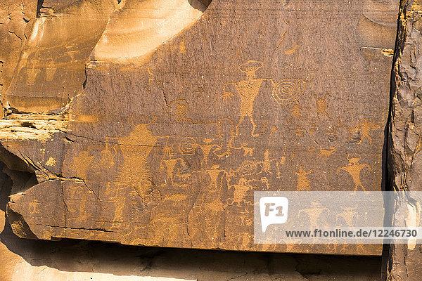 Petroglyphs  Colorado River basin  6000 BC to 1300 AD  Utah  United States of America  North America