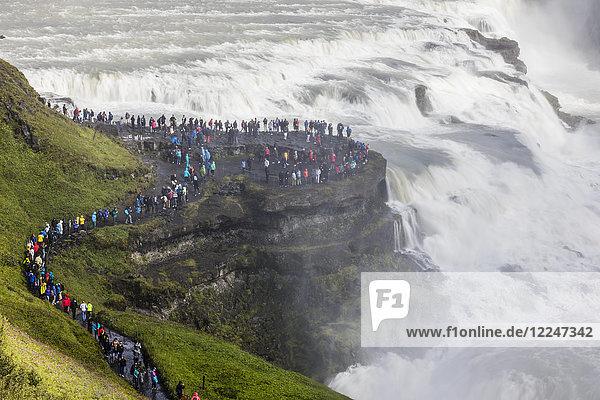 Tourist Fluss Besuch Treffen trifft Süden Gullfoss Island