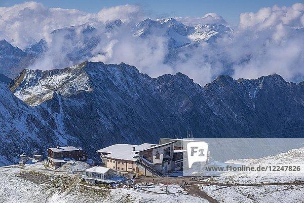 Edmund-Probst-Haus und Station Höfatsblick  Bergstation am Nebelhorn  2224m  Allgäuer Alpen  Allgäu  Bayern  Deutschland  Europa