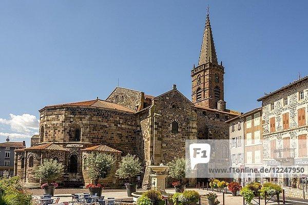Kirche Saint-Georges  Saint-Paulien  Departement Haute Loire  Auvergne-Rhône-Alpes  Frankreich  Europa