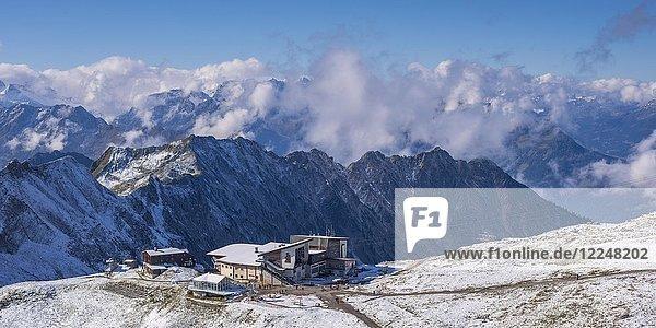 Edmund-Probst-Haus und Station Höfatsblick,  Bergstation am Nebelhorn,  2224m,  Allgäuer Alpen,  Allgäu,  Bayern,  Deutschland,  Europa