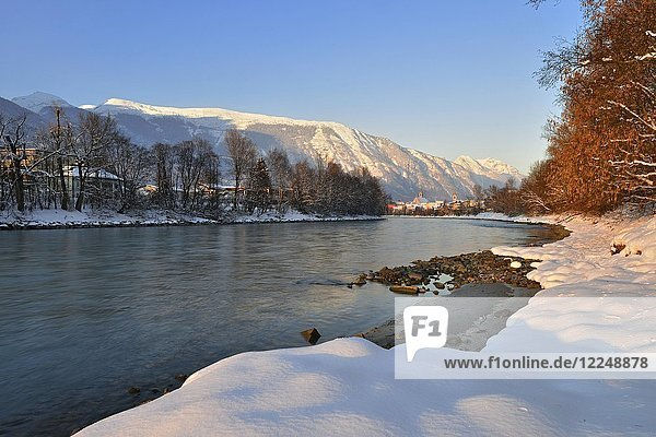 River Inn in winter  Stanser-Joch and Rofan Mountains  Schwaz  Tyrol  Austria  Europe
