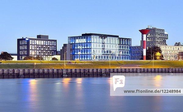 Alfred-Wegener-Institut für Polar- und Meeresforschung  AWI  Abenddämmerung  Bremerhaven  Bremen  Deutschland  Europa