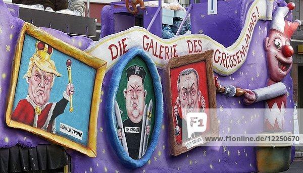 Portraits autokratischer Präsidenten in Bilderrahmen  Donald Trump  Kim Jong-un  Recep Tayyip Erdogan  politische Karikatur  Mottowagen Rosenmontagszug 2018  Düsseldorf  Nordrhein-Westfalen  Deutschland  Europa