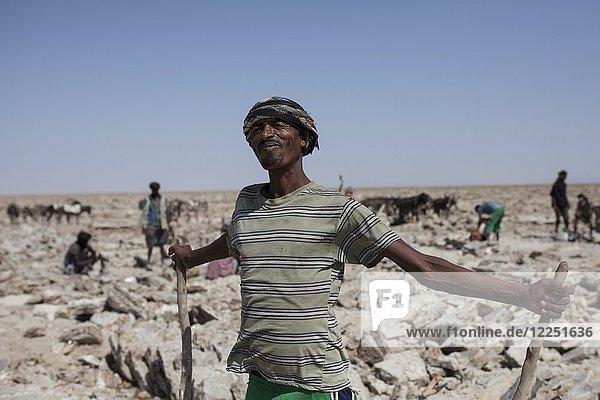 Arbeiter in der Salzwüste Dallol  Äthiopien  Afrika