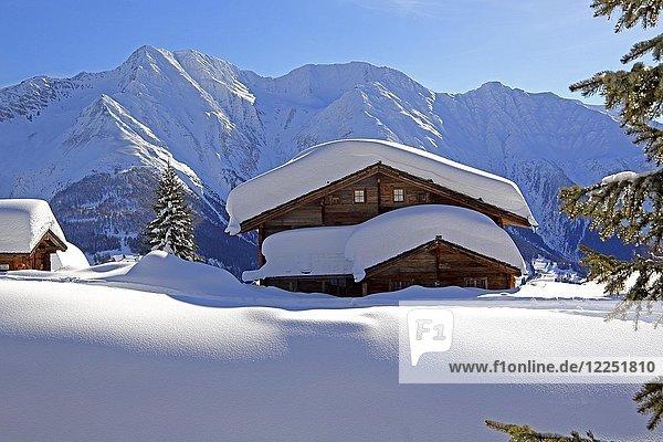 Winterlandschaft mit tief verschneitem Chalet  hinten Bettlihorn 2993m  Riederalp  Aletschgebiet  Oberwallis  Wallis  Schweiz  Europa