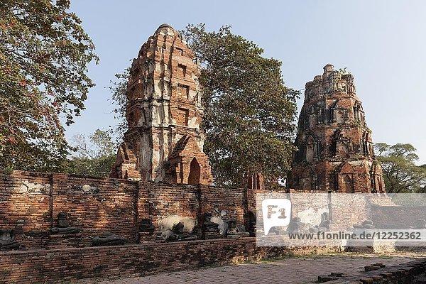 Tempelturm-Ruinen  Prang  Wat Maha That  Wat Mahathat  Ayutthaya  Thailand  Asien
