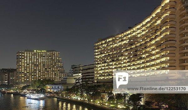 Shangri-La Hotel bei Nacht  am Mae Nam Chao Phraya Fluss  Bang Rak  Bangkok  Thailand  Asien