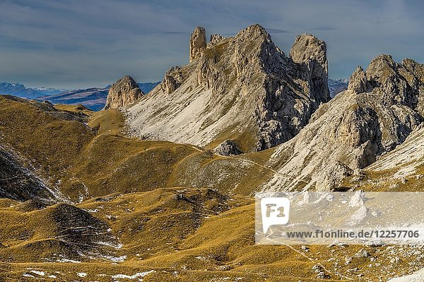 Gipfel der Villnößer Geislerspitzen im Herbst  Villnößtal  St. Magdalena  Südtirol  Italien  Europa
