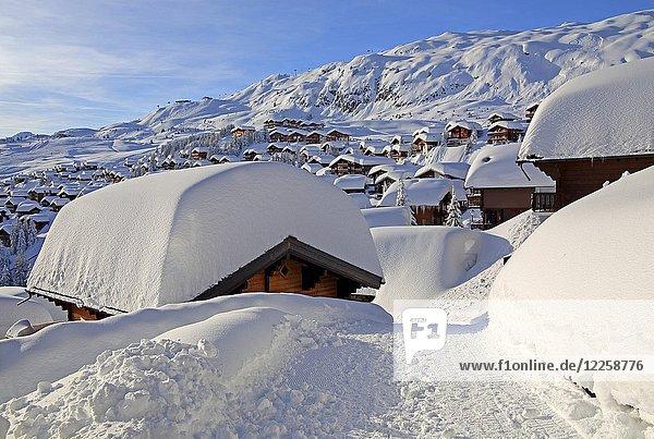 Dorfansicht mit verschneiten Chalets  Bettmeralp  Aletschgebiet  Oberwallis  Wallis  Schweiz  Europa