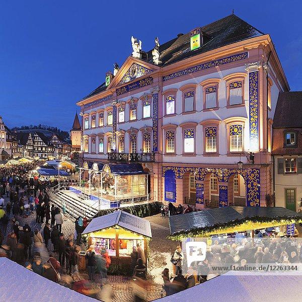 Weihnachtsmarkt  Abenddämmerung  Gengenbach  Schwarzwald  Baden-Württemberg  Deutschland  Europa