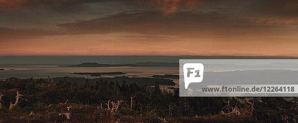 Kanada  British Columbia  Kaien Island  Skeena-Queen Charlotte A  Mount Hays  Prince Rupert am Abend