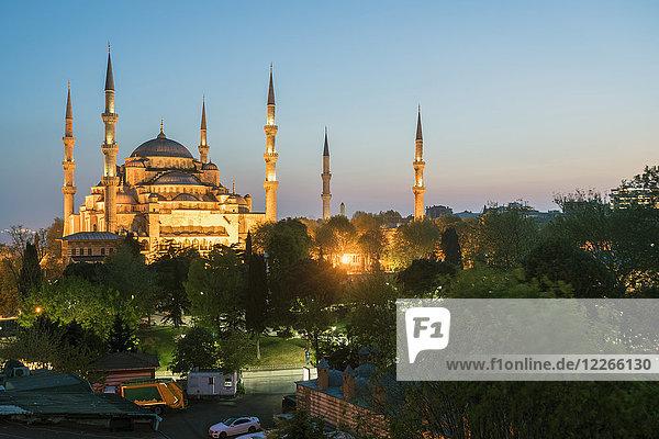 Türkei  Istanbul  blaue Moschee zur blauen Stunde