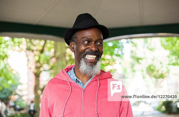 Porträt eines reifen Mannes  lächelnd