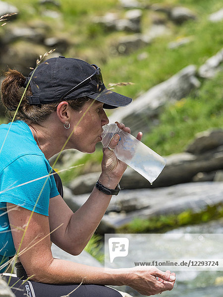 Woman hiker drinking water  Gavarnie  France