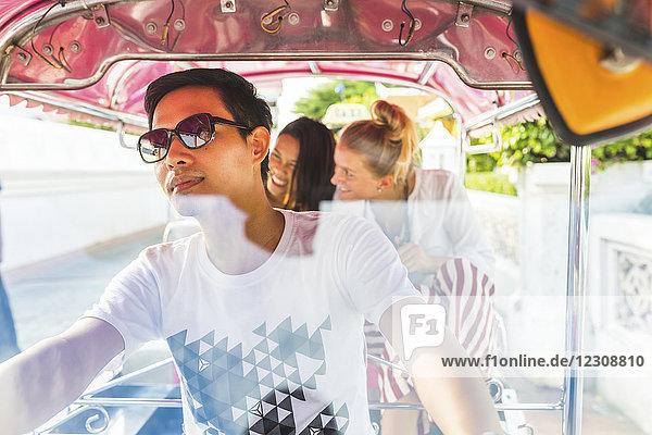 Thailand,  Bangkok,  Freunde beim Tuk Tuk fahren